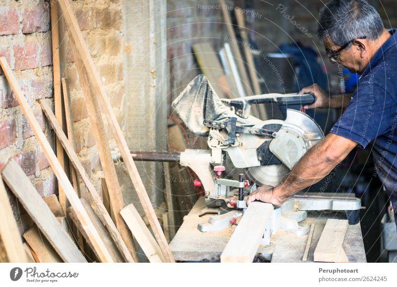 Professioneller Schreiner mit Kreissäge Haus Möbel Arbeit & Erwerbstätigkeit Industrie Werkzeug Säge Maschine Technik & Technologie Mensch Mann Erwachsene Hand