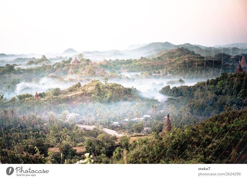 Tempel von Mrauk U im Morgengrauen Nebel Urwald Hügel Myanmar Ruine Sehenswürdigkeit Pagode Glaube Verfall Vergangenheit Vergänglichkeit geheimnisvoll