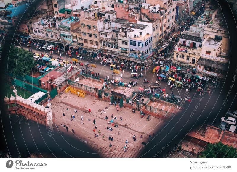 WUSELbild Mensch Leben Menschenmenge Hauptstadt Stadtzentrum überbevölkert Haus Verkehr Straßenverkehr Verkehrsstau Motorrad Tuc-Tuc beobachten Blick dreckig