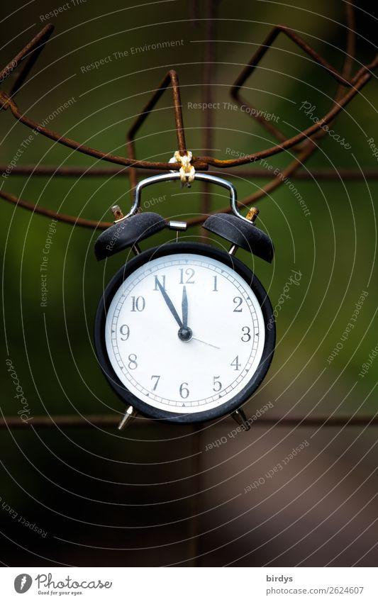 Uups !- es ist 5 vor 12 Uhr Wecker Ziffern & Zahlen alt retro Verantwortung achtsam Wachsamkeit Zukunftsangst gefährlich Endzeitstimmung bedrohlich