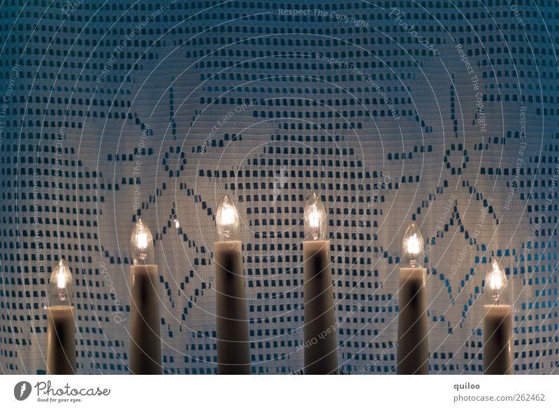 Lichterbogen Stil einrichten Lampe Fenster Dekoration & Verzierung Kitsch Krimskrams hell blau weiß ruhig Gardine leuchten Blumenmuster erleuchten Glühbirne