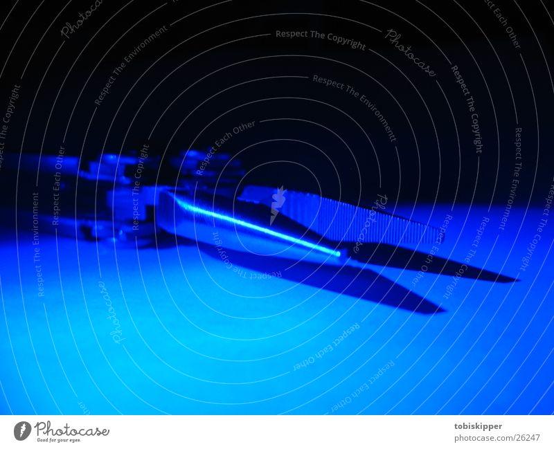 Leatherman im Blaulicht blau Handwerk Werkzeug