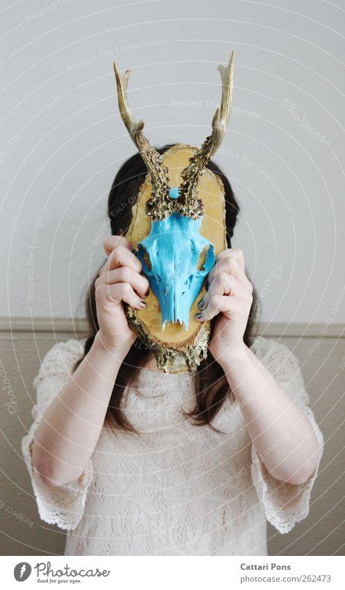 Is that the way you look at me? Mensch blau Tier Tod feminin Holz hell gold wild Wildtier einzigartig weich Kleid festhalten dünn brünett