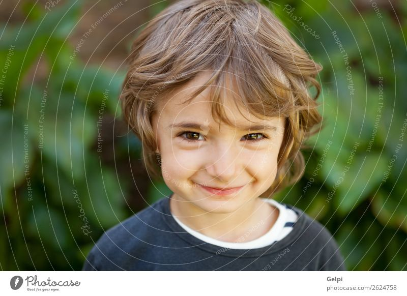 Kind Natur Pflanze Farbe schön grün weiß Baum Freude Gesicht lustig lachen Glück Junge klein Spielen
