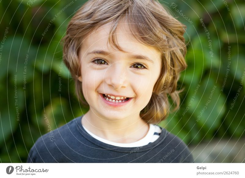 Kleinkind Freude Glück schön Gesicht Spielen Kind Baby Junge Kindheit Natur Pflanze Baum Park Lächeln lachen Fröhlichkeit klein lustig niedlich grün weiß Farbe