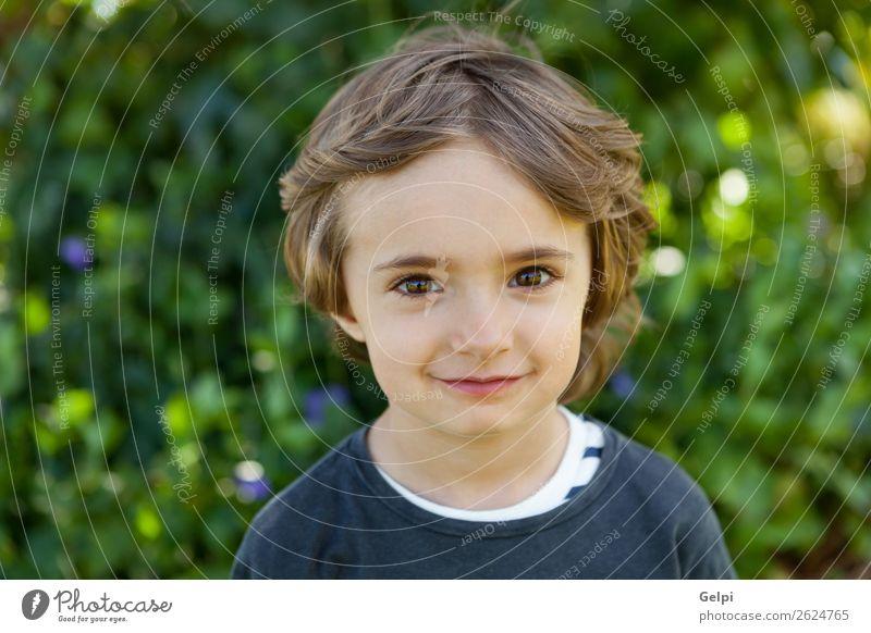Kleinkind Freude Glück schön Gesicht Spielen Kind Baby Junge Kindheit Natur Baum Blume Park Lächeln lachen Fröhlichkeit klein lustig niedlich grün weiß Farbe