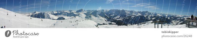 Alpenpanorama beim Skifahren Freizeit & Hobby Ausflug Ferne Winter Schnee Berge u. Gebirge Sport Wintersport Gipfel Seilbahn groß Bergstation