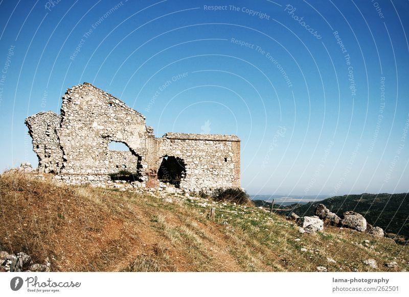 La ruina [XXIII] Ausflug Natur Landschaft Hügel Felsen Antequera Andalusien Spanien Haus Ruine Bauwerk Gebäude alt grau Verfall Vergangenheit Vergänglichkeit
