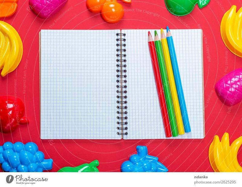 Farbe weiß rot Holz gelb Spielen Schule oben Freizeit & Hobby Aussicht offen genießen lernen Buch Papier Sauberkeit