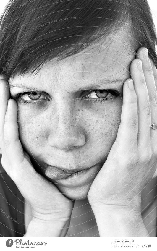 Mähhh! feminin Junge Frau Jugendliche Gesicht Hand 1 Mensch 18-30 Jahre Erwachsene Blick verrückt Coolness Wut Ärger gereizt Frustration Enttäuschung skurril