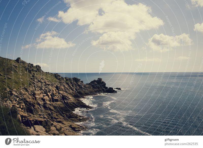 beyond the horizon Umwelt Natur Landschaft Urelemente Erde Wasser Sonne Sommer Schönes Wetter Wiese Hügel Felsen Wellen Küste Bucht Meer natürlich blau