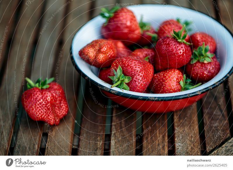 Erdbeeren Gesunde Ernährung Sommer Farbe grün rot Gesundheit Lebensmittel Lifestyle Holz natürlich Frucht Stimmung süß Metall frisch