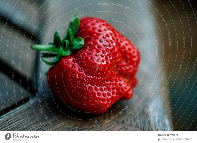 Erdbeere Lebensmittel Frucht Dessert Erdbeeren Ernährung Bioprodukte Vegetarische Ernährung Diät Gesundheit Gesunde Ernährung Tisch Holz Duft natürlich saftig