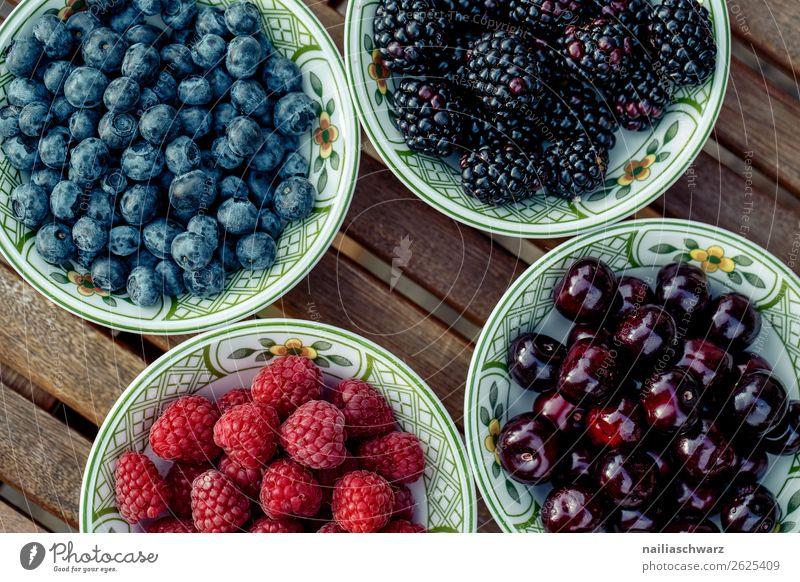Beerenmix Kirsche Blaubeeren Brombeeren Himbeeren Sommer Gesunde Ernährung gesund Teller Schüssel Behälter u. Gefäße Bioprodukte Vegane Ernährung Essen diet