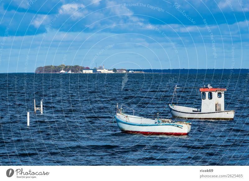 Boote auf der Ostsee in Dänemark Erholung Ferien & Urlaub & Reisen Tourismus Natur Landschaft Wasser Wolken Küste Hafen Wasserfahrzeug maritim blau gelb Idylle
