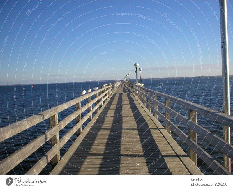 Bootanlegebrücke Wasser Horizont Brücke Steg Anlegestelle Ostsee Geländer