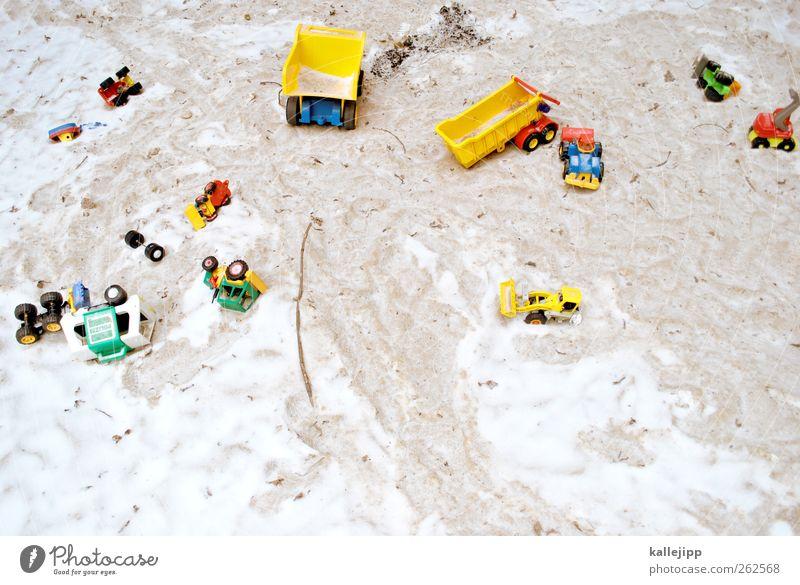 großbaustelle Freizeit & Hobby Spielen Kinderspiel Sandkasten Kindergarten Lastwagen PKW Spielzeug Statue Schneefall Bagger Polizeiwagen Miniatur Farbfoto
