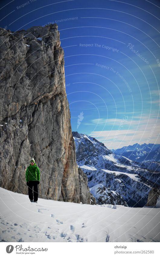 kleiner grüner Mann Mensch Himmel Mann Natur blau weiß Winter Wolken Erwachsene Landschaft Schnee Sport Berge u. Gebirge Felsen Freizeit & Hobby wandern