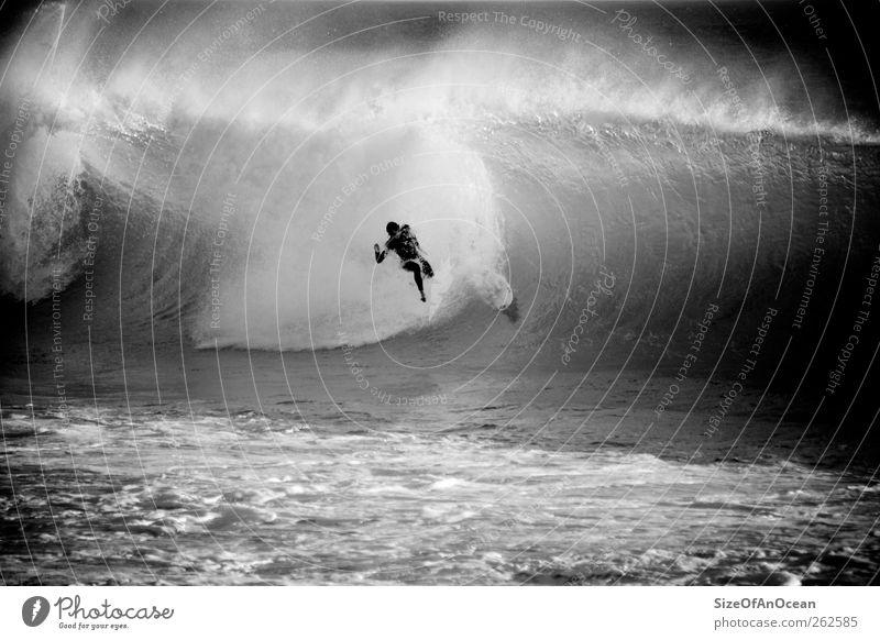 Wipe out at Supertubos, Peniche/Portugal Surfen Abenteuer Strand Meer Wassersport Mann Erwachsene Wellen fallen außergewöhnlich gigantisch Schmerz Angst