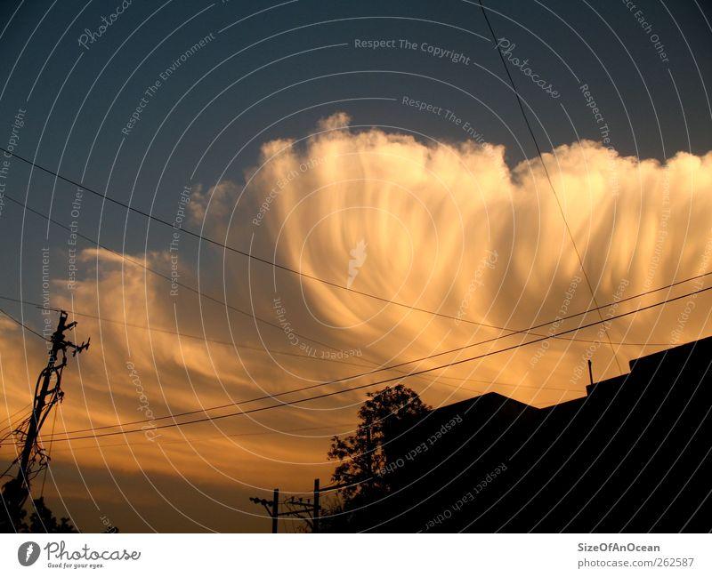 Seltsame Wolke Stadt Wolken Haus Klima Klimawandel UFO gigantisch Apokalypse