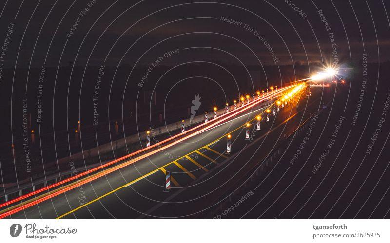 Baustelle Verkehr Verkehrsmittel Verkehrswege Personenverkehr Autofahren Straße Autobahn Fahrzeug Stein dunkel Stadt orange rot Gefühle Stimmung Gelassenheit