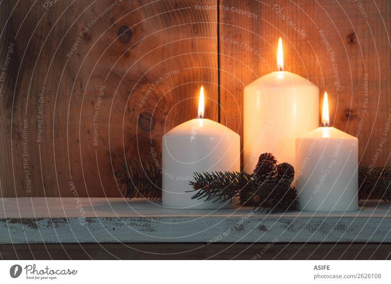 Weiße Weihnachtskerzen Dekoration & Verzierung Tisch Feste & Feiern Weihnachten & Advent Wärme Kerze Holz Ornament glänzend dunkel hell gelb gold weiß