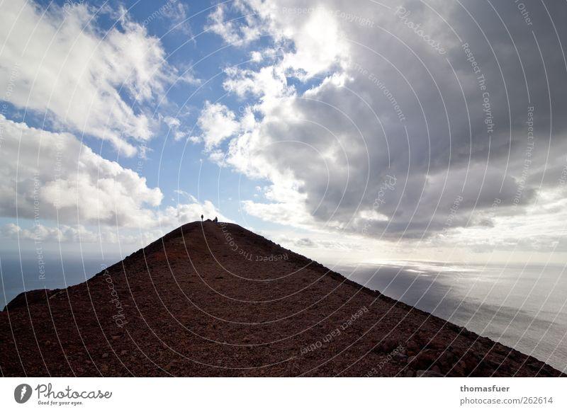 Kontrast Mensch Himmel Natur Wasser Ferien & Urlaub & Reisen Sonne Meer Wolken Ferne dunkel Landschaft Berge u. Gebirge Freiheit Wege & Pfade Küste Luft