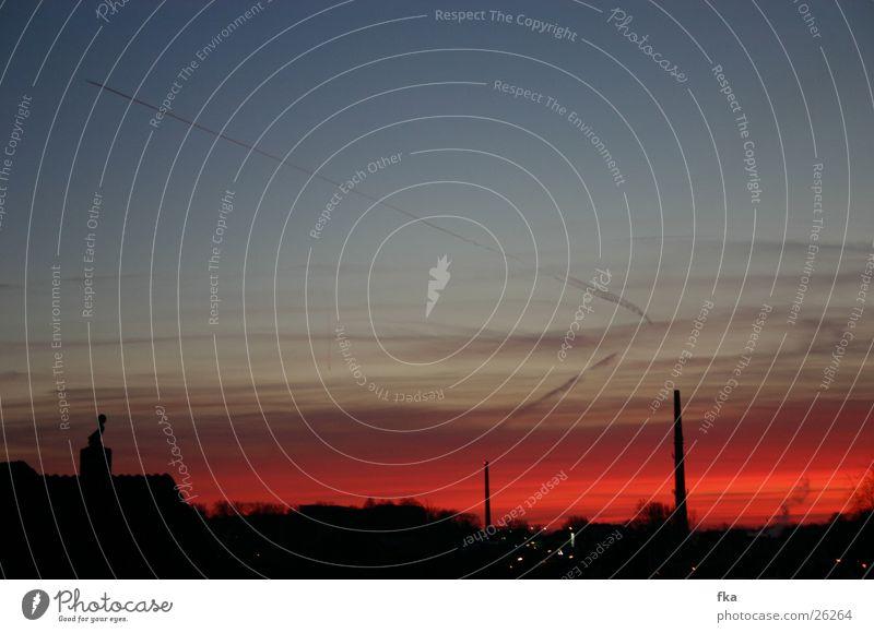 Himmel über Flensburg Sonnenuntergang Abend rot Abenddämmerung Schornstein Skyline orange