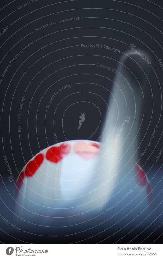 teezeit. Teekanne Geschirr Herz Porzellan Farbfoto Innenaufnahme Menschenleer Schwache Tiefenschärfe Froschperspektive Unschärfe weiß Textfreiraum oben
