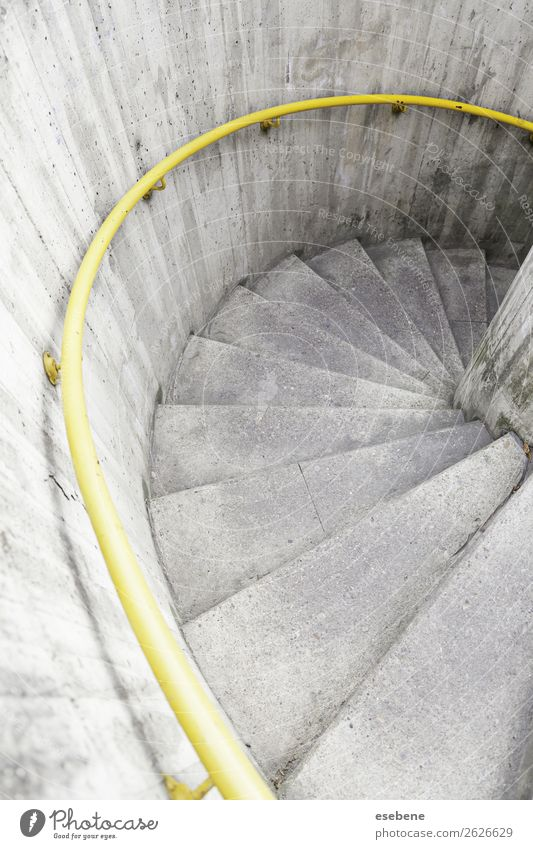 Wendeltreppe in der Stadt Design Haus Klettern Bergsteigen Kunst Gebäude Architektur Treppe Metall alt hoch Perspektive verlieren Innenbereich Laufmasche
