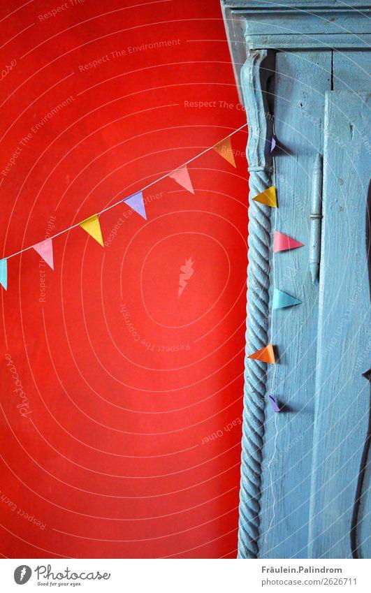 kleine Party. Veranstaltung Feste & Feiern Freundlichkeit Fröhlichkeit Glück schön niedlich positiv Freude Überraschung Schrank mehrfarbig rot Fahne