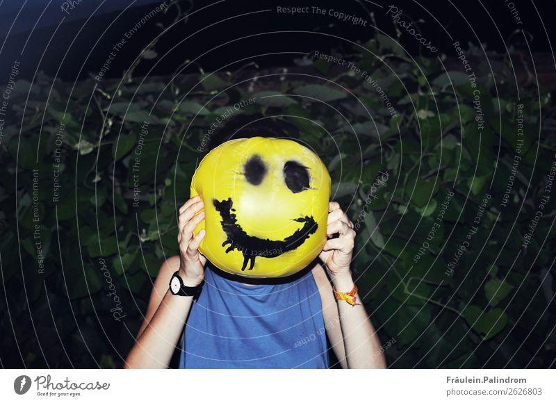 Always smiling feminin Junge Frau Jugendliche Erwachsene 1 Mensch 13-18 Jahre 18-30 Jahre frech Fröhlichkeit lustig trashig verrückt Gefühle Freude Lebensfreude