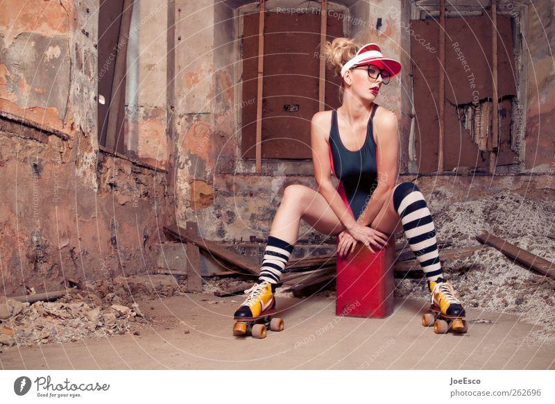 #262696 Stil schön Raum Keller Nachtleben Frau Erwachsene Ruine Mode Strümpfe Accessoire Haare & Frisuren blond Erholung festhalten sitzen träumen frisch trendy