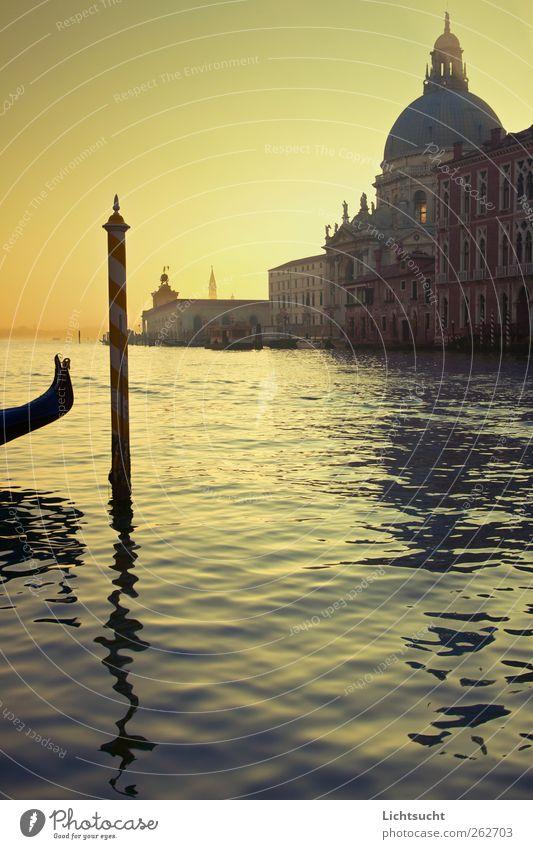 Venezianisches Morgenlicht Ferien & Urlaub & Reisen Tourismus Sightseeing Städtereise Insel Laguneninseln Wasser Wellen Fluss Canal Grande Venedig Italien