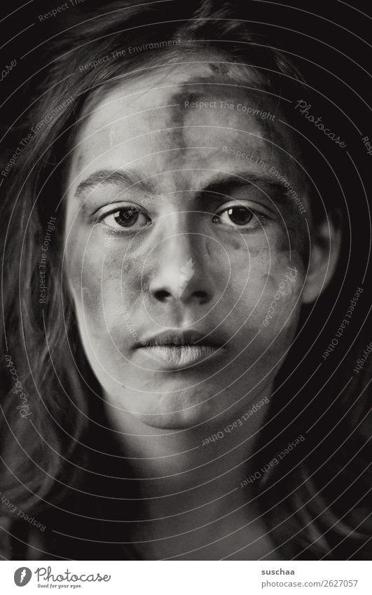 erwachsen werden Jugendliche Junge Frau Kind Mädchen 13-18 Jahre weiblich jung Blick Blick in die Kamera eindringlich Auge Nase Mund Haare & Frisuren Gesicht