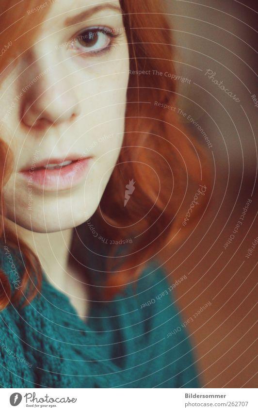 just then. Mensch Frau Jugendliche grün rot ruhig Erwachsene Auge Liebe feminin Gefühle Haare & Frisuren träumen Angst natürlich 18-30 Jahre
