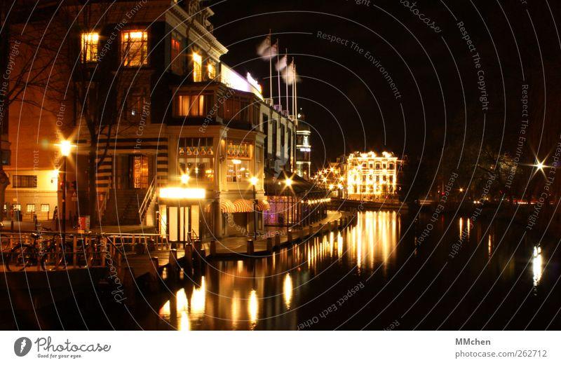 Allein in einer fremden Stadt..... Wasser Haus Gebäude Wohnung leuchten Häusliches Leben Bauwerk Schifffahrt Stadtzentrum Altstadt Kanal Amsterdam Bootsfahrt