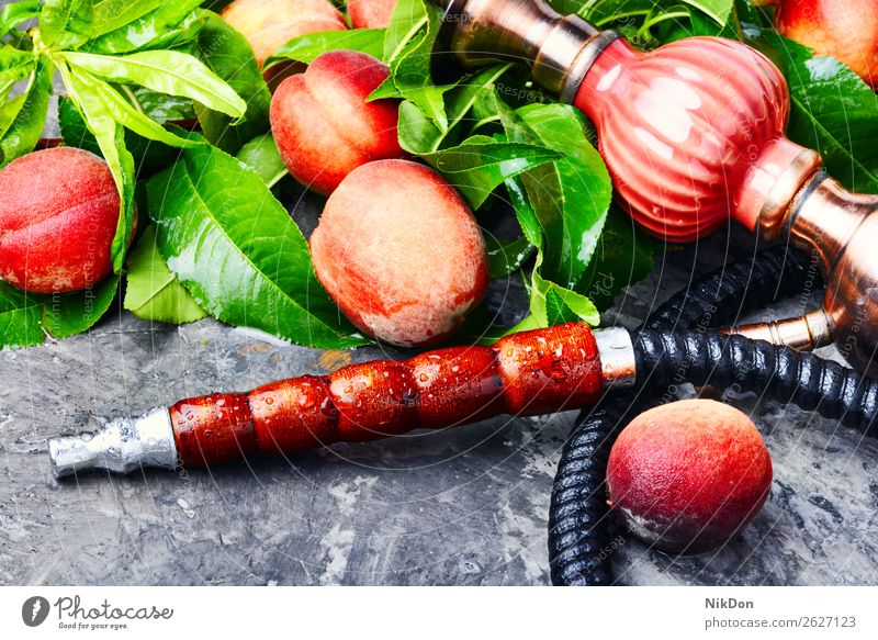 Östliche Shisha mit Pfirsich Wasserpfeifenrauch Orientalisch shisha Frucht Tabak nargile Rauch Nikotin Rauchen Osten Erholung arabisch Mundstück deluxe Röhren