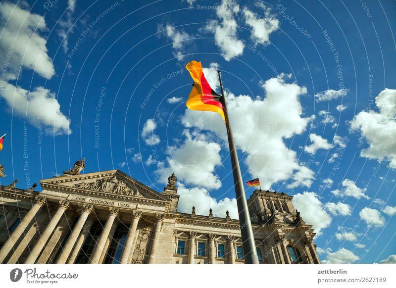 Deutscher Bundestag Himmel Himmel (Jenseits) Wolken Architektur Berlin Tourismus Deutschland Wind Deutsche Flagge Skyline Hauptstadt Fahne Stadtzentrum Eingang
