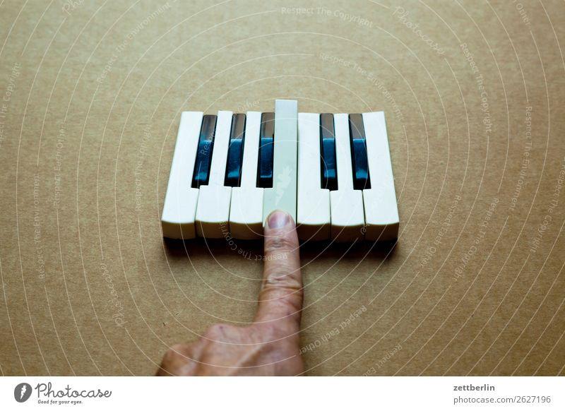 h Akkord Detailaufnahme Teile u. Stücke Musikinstrument Tastatur Keyboard Klang Klaviatur Klavier Musiker oktave Spielzeug Tasteninstrumente Ton Finger