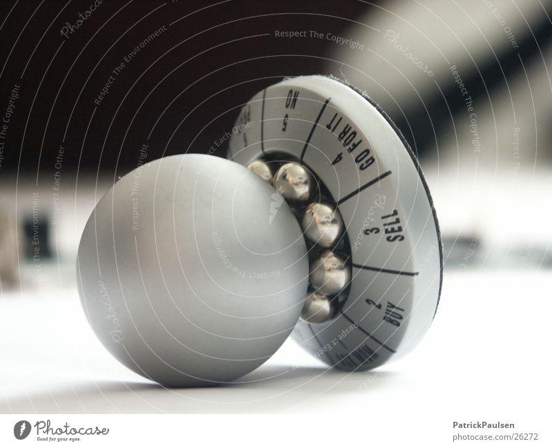 Entscheidungshelfer2 weiß Design Zukunft Kitsch Dekoration & Verzierung Kugel drehen silber wählen Beschluss u. Urteil umfallen Verantwortung Auswahl