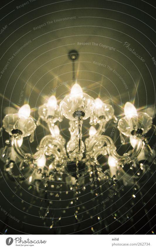 Glitzer, glitzer (Neudeutsch: Bling) elegant Stil Design Innenarchitektur Lampe Kronleuchter Glas Metall Kitsch silber Reichtum glänzend leuchten Farbfoto