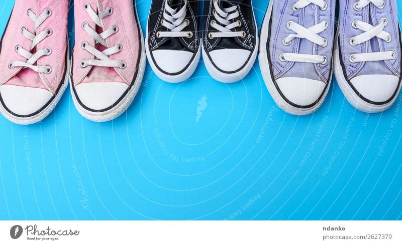 alt blau weiß schwarz Lifestyle Sport Stil Textfreiraum Mode rosa Design retro modern dreckig Schuhe Aktion