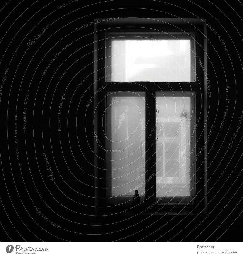 DDR Flasche Fenster Glas alt grau Verfall Bierflasche Schwarzweißfoto dunkel Fensterbrett Einsamkeit Menschenleer Fensterscheibe dreckig ausdruckslos trist