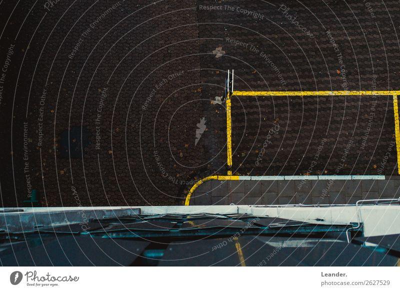 Ausblick Architektur dünn braun gelb Linie Strukturen & Formen Straße Parkplatz Ordnung Asphalt Bodenmarkierung Gedeckte Farben Außenaufnahme Experiment