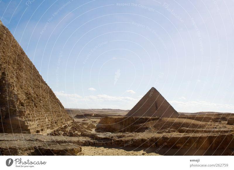Gizeh Landschaft Sand Himmel Wolkenloser Himmel Sommer Wüste außergewöhnlich trocken Pyramide Kultur Kulturdenkmal Kulturlandschaft historisch