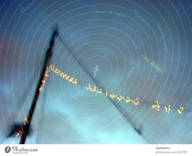 Klabauterlichter Himmel Wolken Bewegung Dynamik Mast Lichterkette
