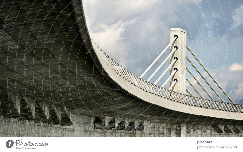under the bridge Brücke Architektur Hochstraße Kurve Farbfoto Außenaufnahme Menschenleer Tag grau Brückenkonstruktion