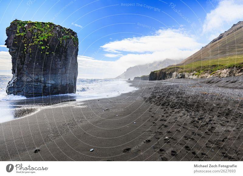 Blick auf den schwarzen Strand bei Laekjavik Ferien & Urlaub & Reisen Abenteuer Meer Wellen Natur Landschaft Sand Felsen Küste Fjord Ring Stein Hintergrund