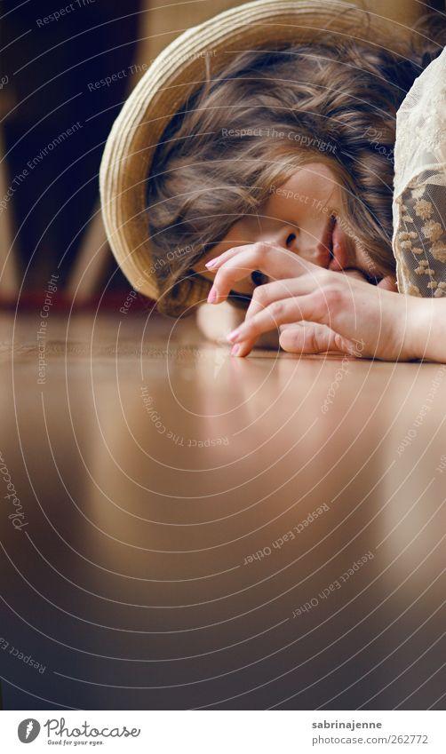 Mensch Frau Jugendliche Freude Erwachsene Spielen Junge Frau Kopf Finger 13-18 Jahre Hut Etage Accessoire Sympathie Kinderspiel Gefühle